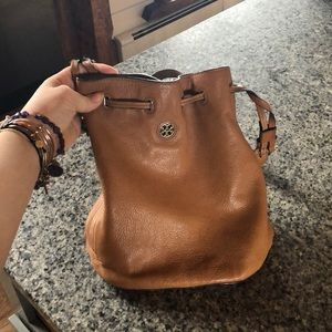 Euc authentic Tory Burch bucket bag perfect color